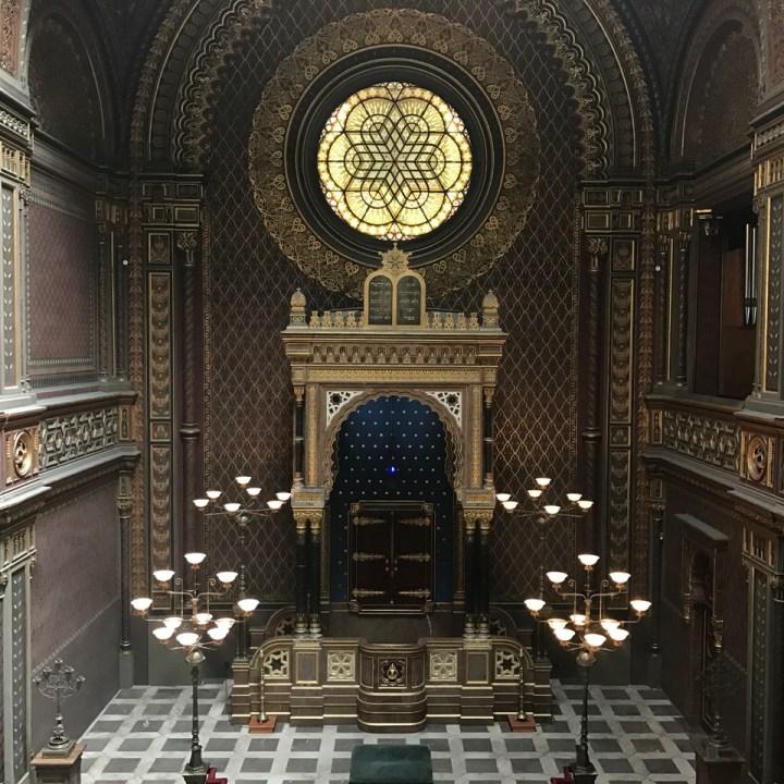 travel with kids prague spanish synagogue altar