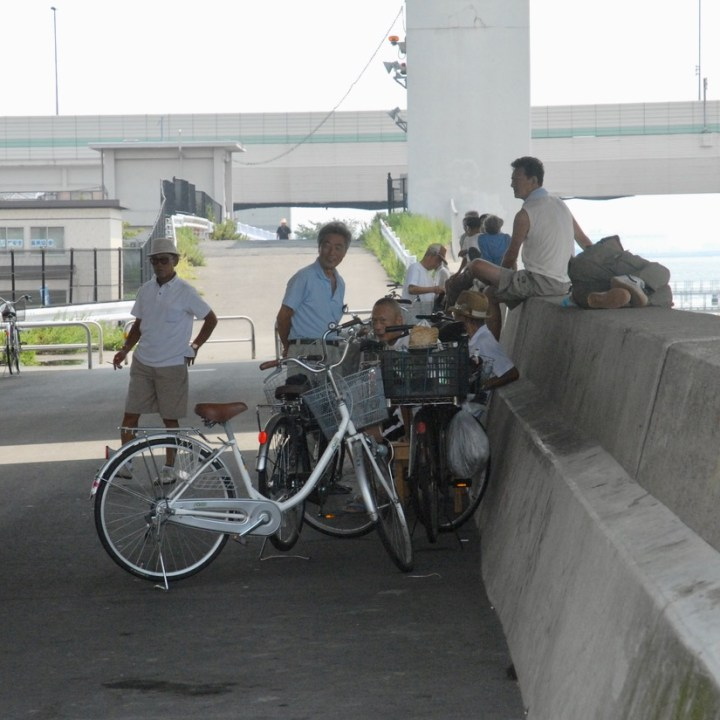 cycling the tame river tokyo japan with kids cyclists