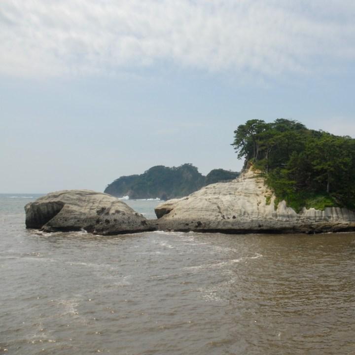 heda japan with kids izu peninsular rocks