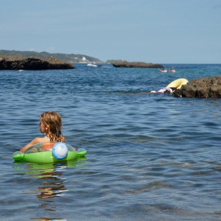 japan with kids izu peninsular touji beach float