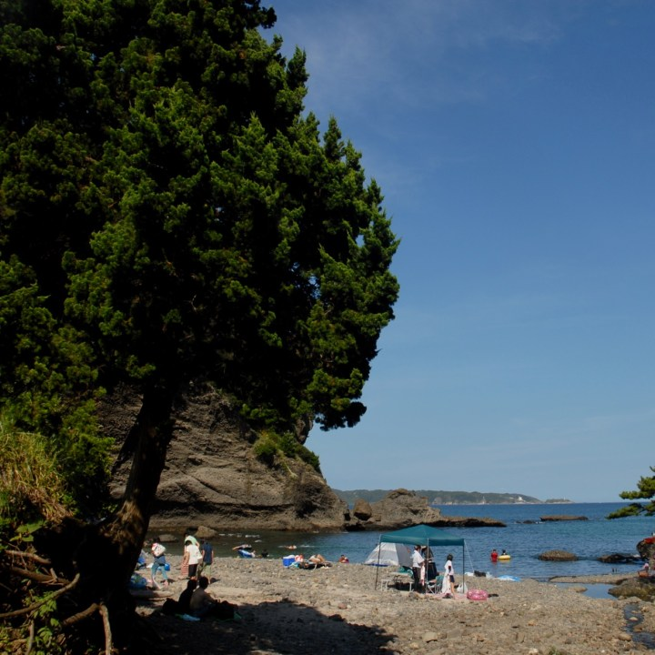 japan with kids izu peninsular touji beach cove
