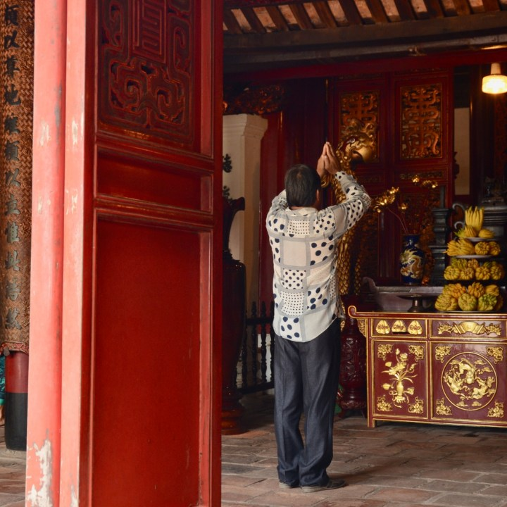 travel with kids vietnam hoi an temple prayers