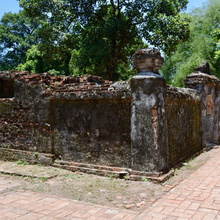 vietnam with kids hue tu duc tomb crumbling wals