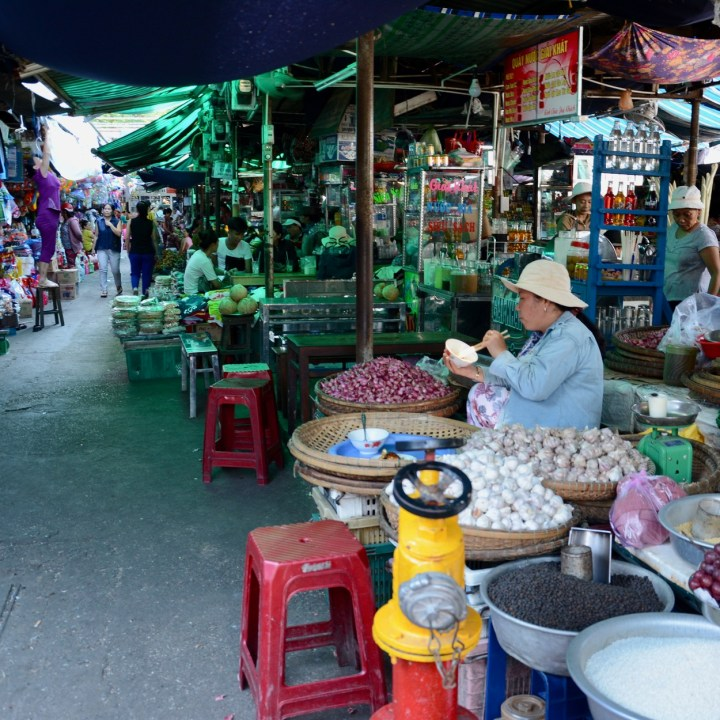vietnam with kids hue market street food