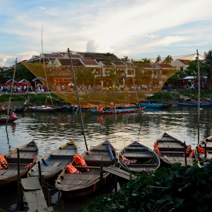 hoi an by night with kids fishing net