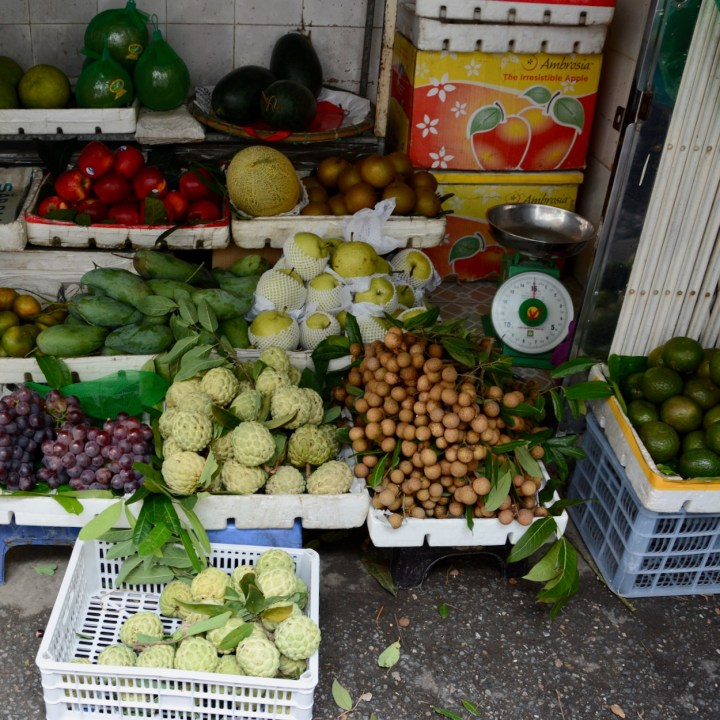 hanoi with kids fruit for sale