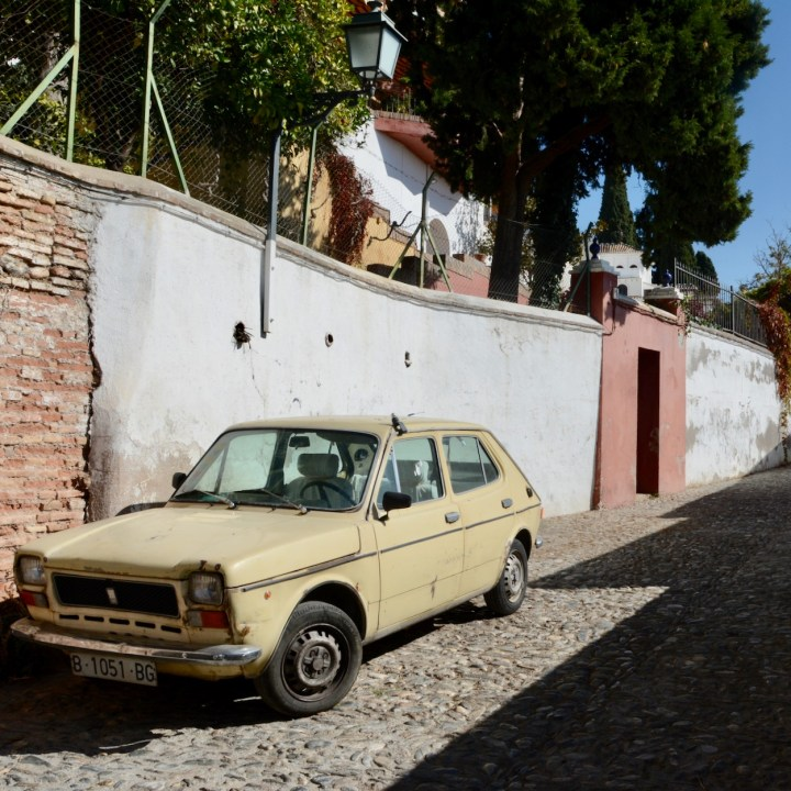 granada with kids old timer car