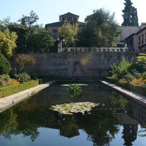alhambra with kids nasrid palace pond