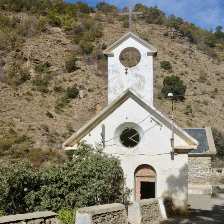 hiking with kids las aplujarras la cebadilla abandoned church