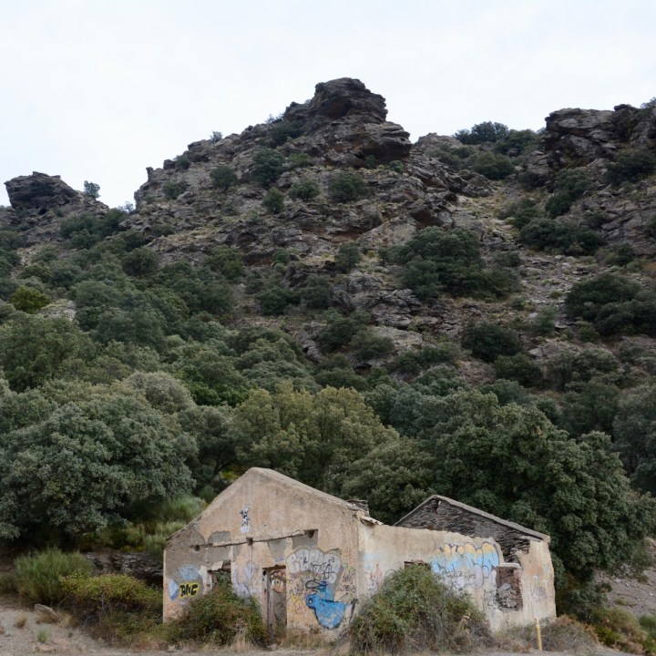 hiking with kids las aplujarras capileira ruin