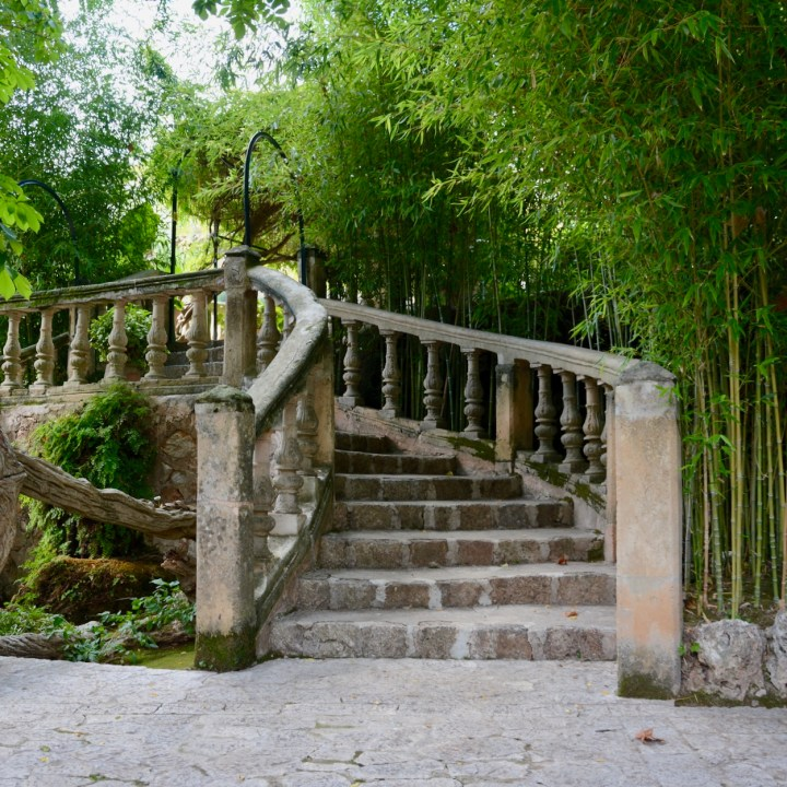 Mallorca with kids gardens alfabia stairs
