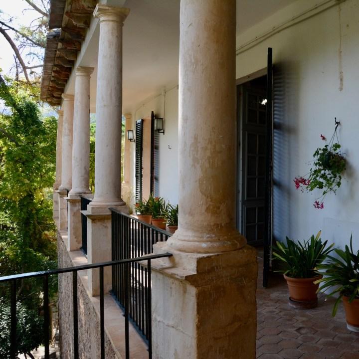 Mallorca with kids gardens alfabia balcony