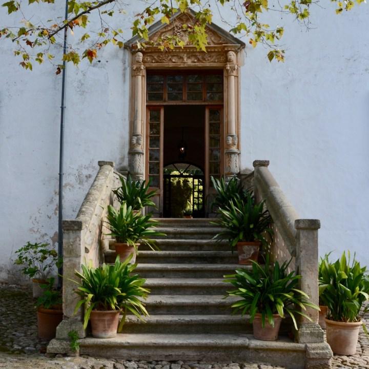 Mallorca with kids gardens alfabia door