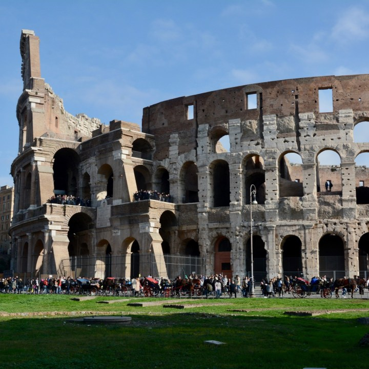 colosseum rome with kids crowds