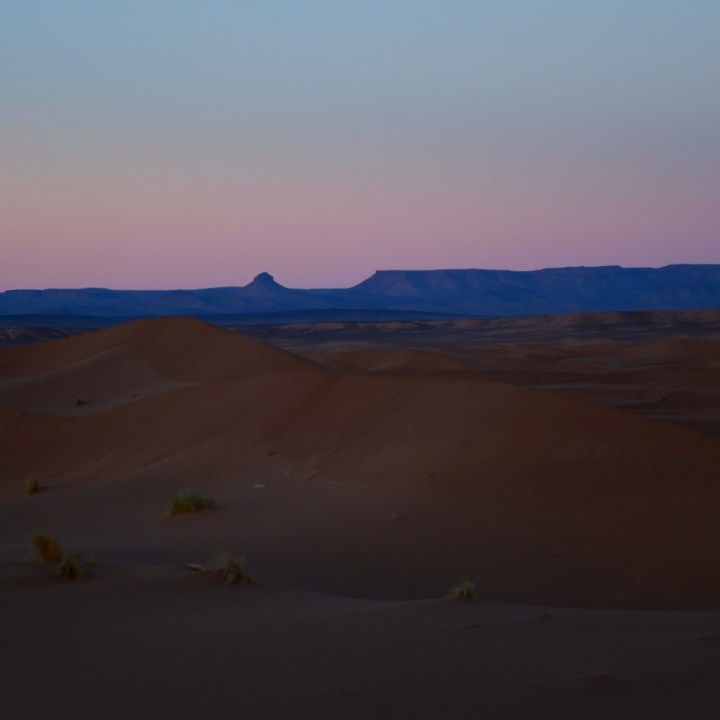 La Kahena luxury camp Erg Chigaga Sahara pink sky