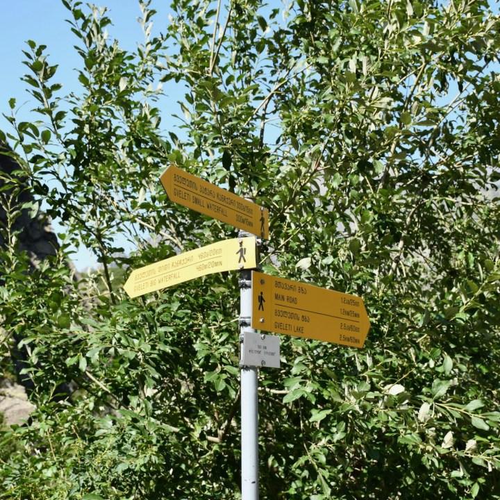 Gveleti waterfalls signpost