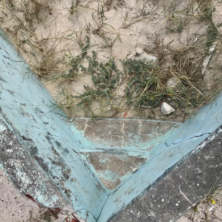 Praia da Vagueira abandoned pool
