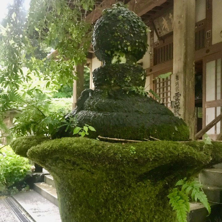 Unganji moss covered lantern