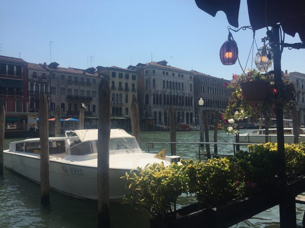 Things to do Venice - Canal side places to eat