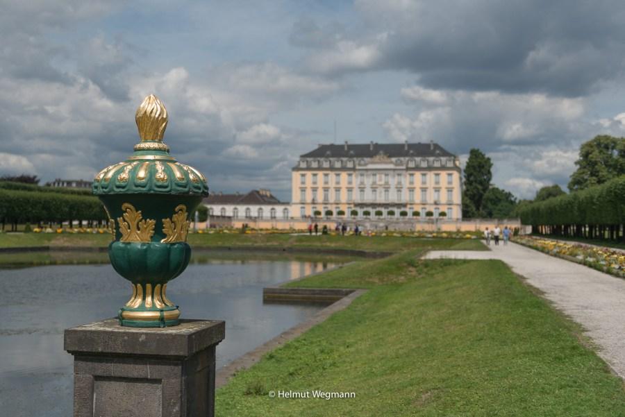 Schloss Augustusburg mit Vase
