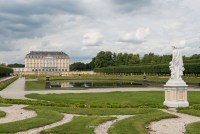 Schloss mit Statue