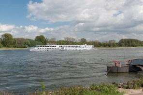 Passagierschiff auf dem Rhein