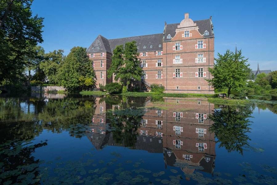 Schloss mit Spiegelung