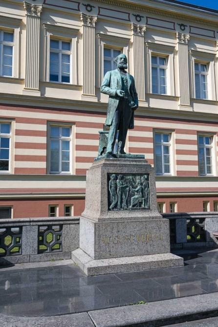 Kekule Denkmal vor dem chem. Institut