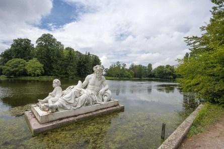 Vater Rhein badet im großen Teich