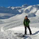 Yeti Attraction im Schnee