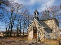 Hinter der Kapelle Fischbach beginnt auch der Weg
