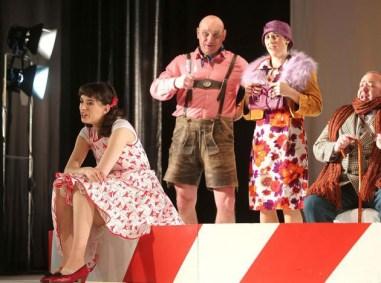 Zu Gast im Bad Freienwalder Kurtheater die Wanderoper mit dem Stück Das Feuerwerk