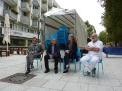 Begrüßung der Stühle (von links): Herr Holch, Herr Schwarz, Frau Kienzle, Herr Klotz