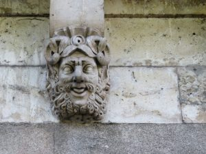 There were a line of these faces on the bridge, this one is my favorite!