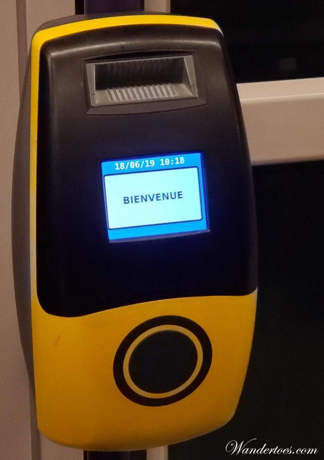 Metro Rouen ticket use machine