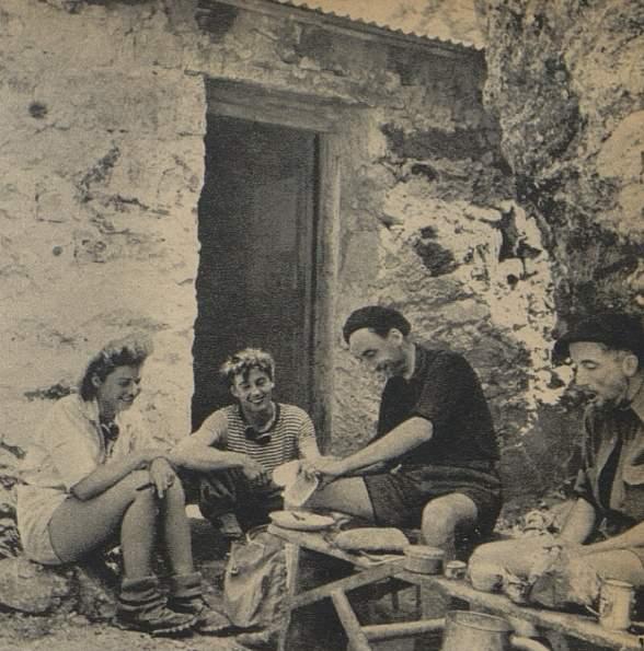 Au refuge du Châtelleret (à droite M. Martin, près de lui Truffaut et deux amis)