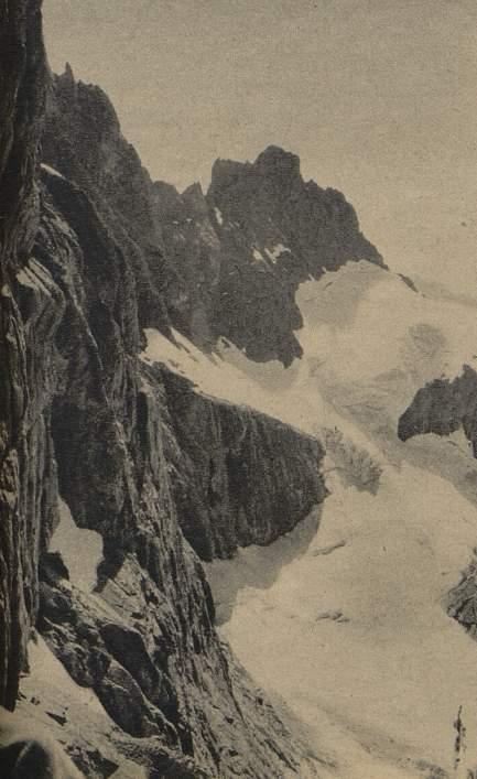 Sa face sud ! la Vire est tellement étroite que le genou de Maurice Martin est resté dans le champ de l'appareil (en bas à gauche)