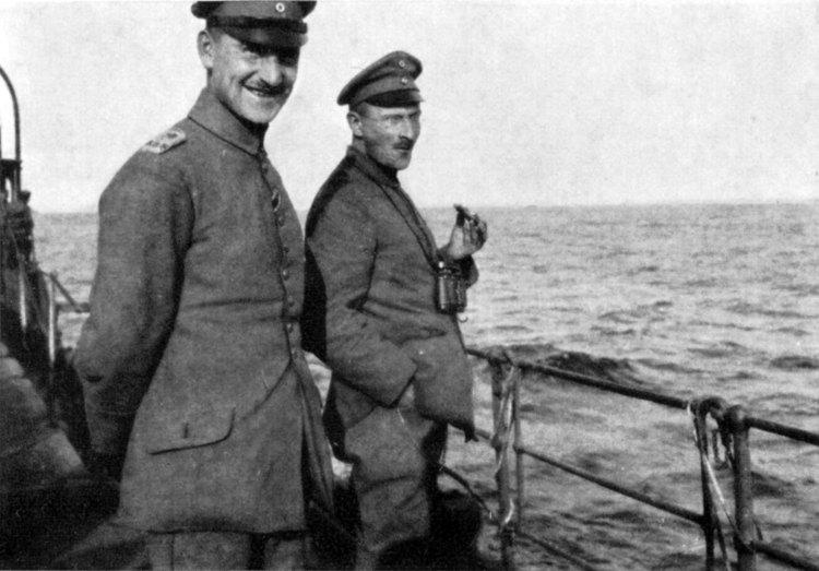Walter Flex, à droite, lors du voyage vers Ösel, dernier photo du poete