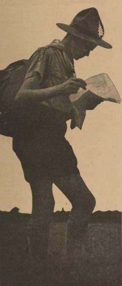 … Le sac au dos, la carte en main, le scout est prêt à partir en campagne.