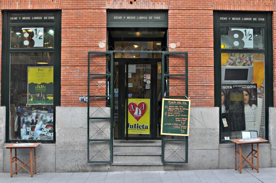 Cafes Workspace in Madrid: Café Ocho y Medio || Wanderwings