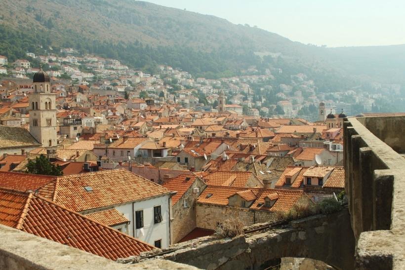 walking dubrovnik city walls