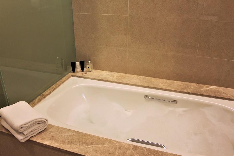Cosmo Hotel KL bath