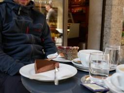 """Erstes Kaffeehaus in Österreich wir haben uns gleich mal als Deutsche geoutet und nen """"Kaffee"""" bestellt! Peinlich!"""