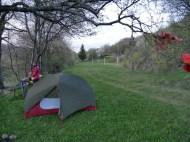 Zelt auf dem Fußballplatz.