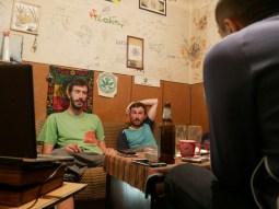 Dragi, Daniel und Boban am Diskutieren.