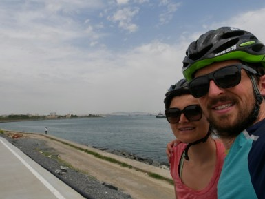 Wir sehen zum ersten Mal Asien als wir nach Istanbul hineinfahren. Es ist ein verrücktes Gefühl- so weit haben uns unsere Beine gebracht!