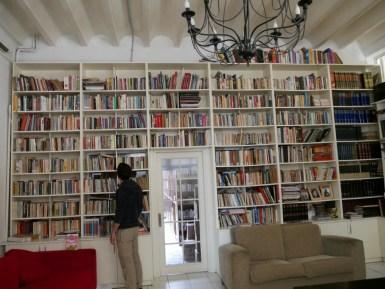 Aziz Nesin Stiftung - Bibliothek.