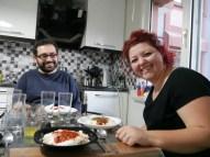 Dilara und Bugra kochen uns Manti (türkische Ravioli).