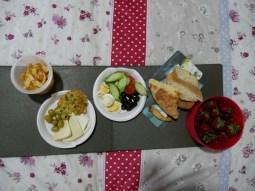 Das Frühstück vom Morgen reicht noch für ein Abendessen.