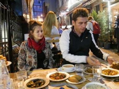 Marion, Ibrahim und eine Auswahl an köstlichem türkischen Essen. Was will man mehr?